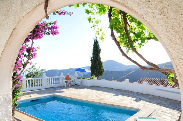 Stunning villa on hilltop with seaview