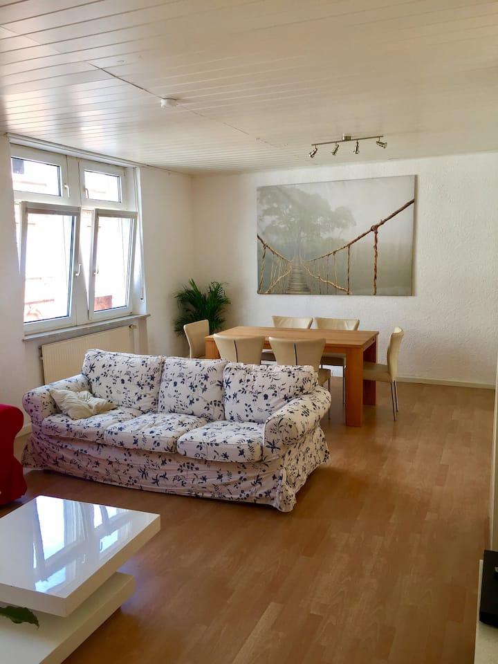 3 Zimmer KB Wohnung 1.OG mit knapp 80qm und Hof