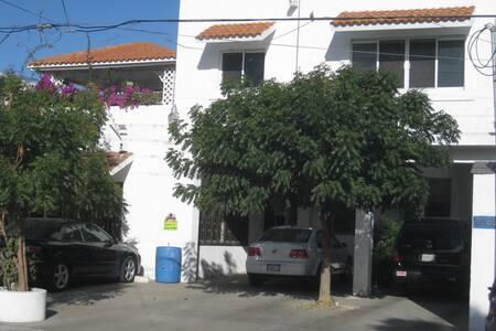 Apto. ejecutivo cerca malecon - La Paz - Appartement