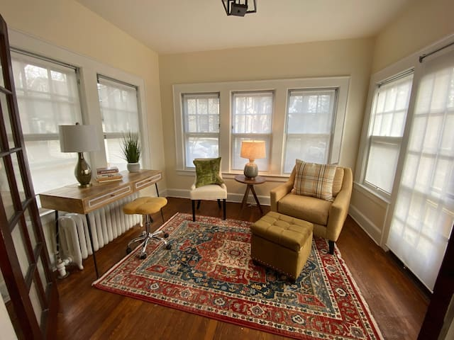 Spacious 2 bedroom Montclair Apt / 45 mins to NYC