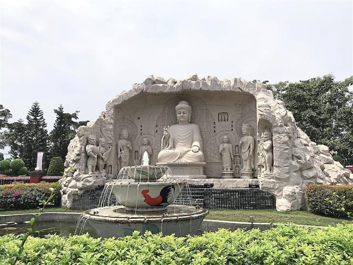 Inside FGS Dong Zen Temple