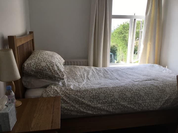 Quiet, cozy house, 15min walk to city centre