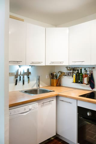 kitchen with dishwasher, oven and ceramic stove top