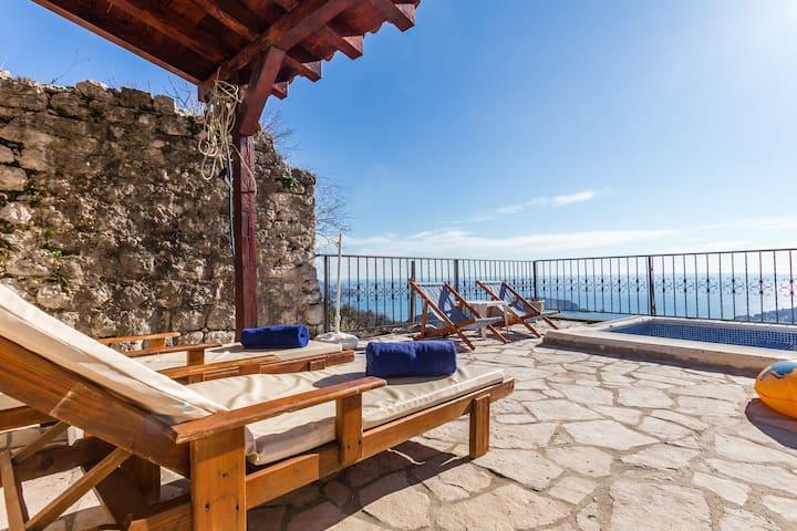 3BR villa s privatnim bazenom i pogledom na more