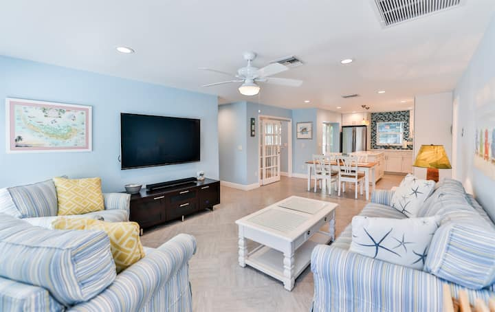 MARGARITAVILLA - ADORABLE CAPTIVA BEACH RETREAT WITH PRIVATE POOL AND EASY BEACH ACCESS