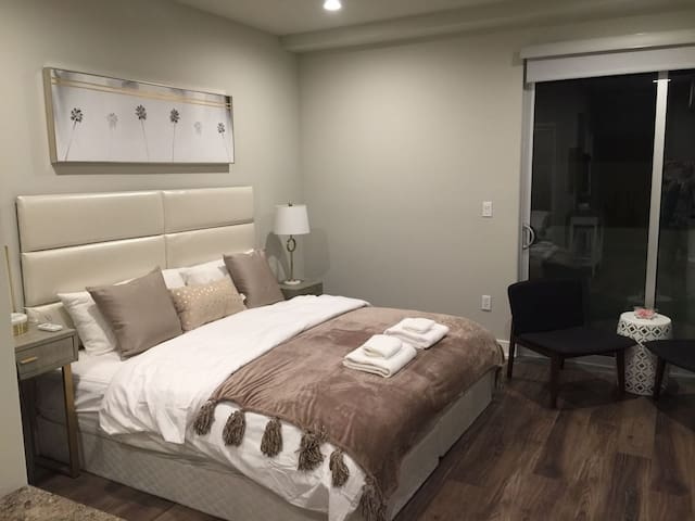 FANCY STUDIO BY LARCHMONT VILLAGE AND HOLLYWOOD - Los Angeles