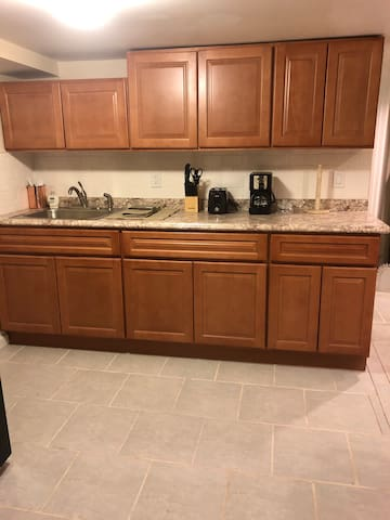1 Bedroom suite,Easy access to NYC Just Renovated