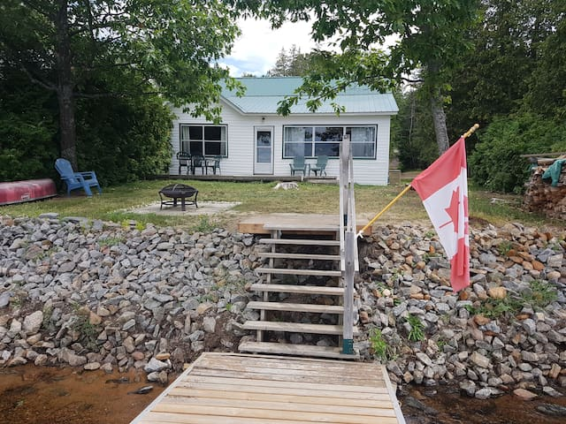 Barry's Bay cottage - Kamaniskeg Lake