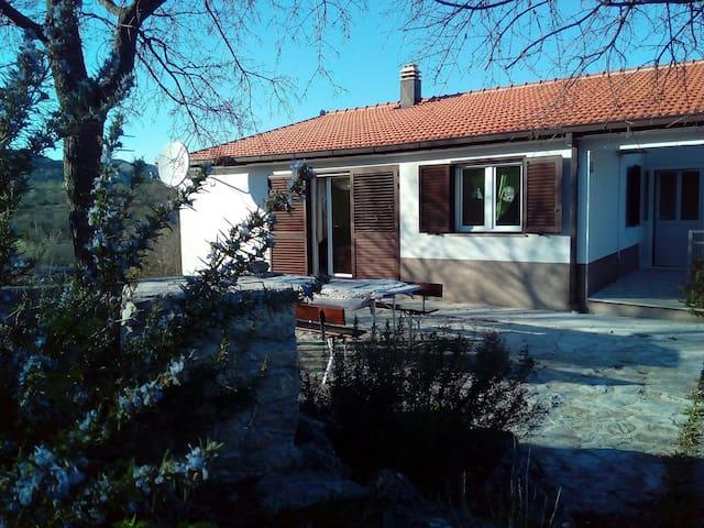 Perfect holiday in village.enjoy:) - Imotski - Hus