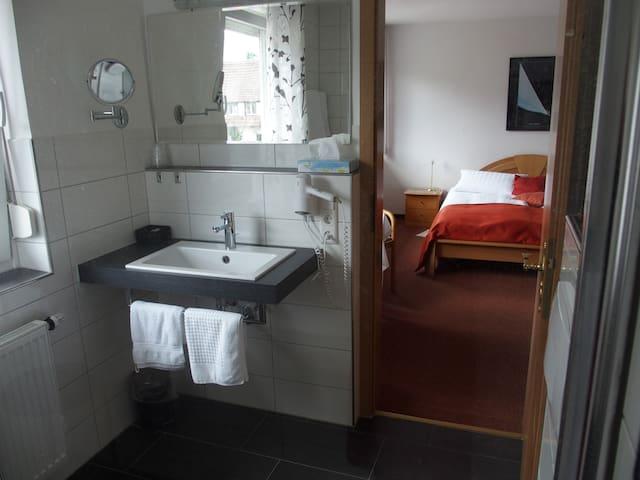 Café Hasler - Hotel Restaurant, (Bodman-Ludwigshafen), Kategorie E/Komfort Doppelzimmer mit Dusche/WC