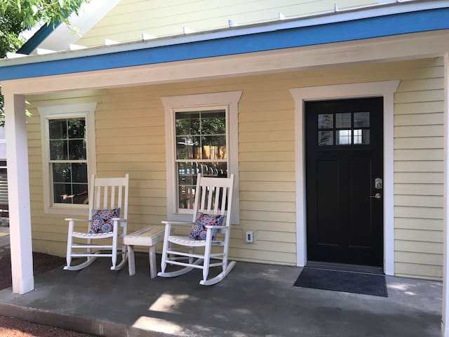 BRAND NEW Sunny Buttercup Cottage