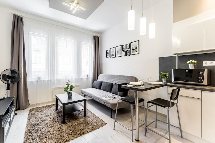 Fleur Créme Apartment