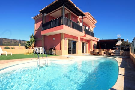 5* Luxury villa with amazing views and heated pool