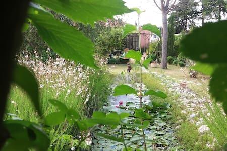 Quiet et sympa, jardin bucolique - Cheval-Blanc