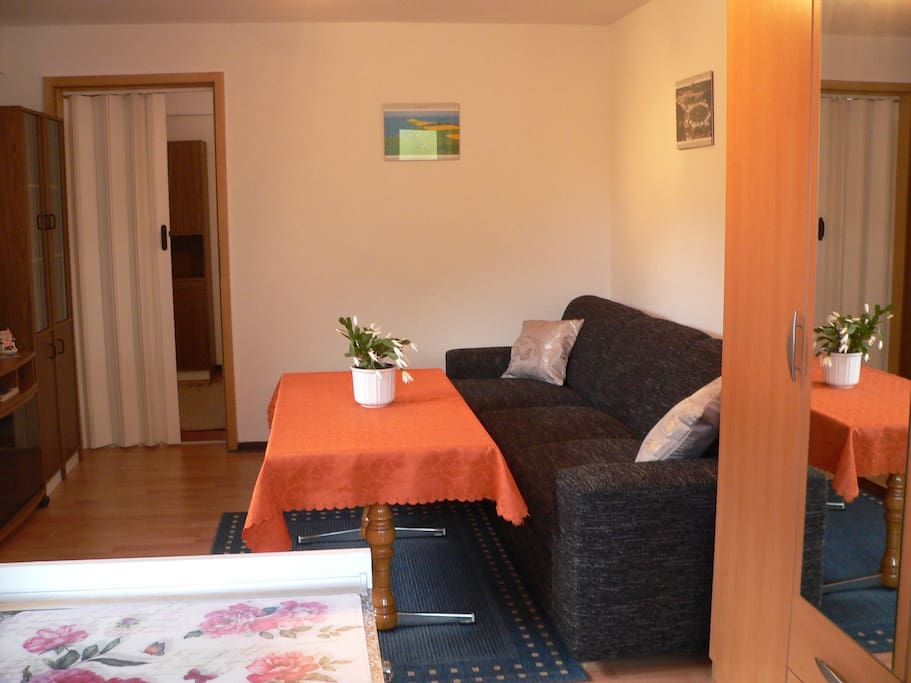 Sitzecke im Wohnzimmer, Hochstuhl auf Wunsch gratis