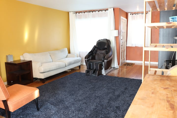 Entire home, just a 5 minute walk from FB