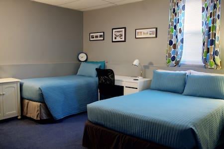 Full Privacy in Bedroom w/ En Suite - Indianapolis - Haus