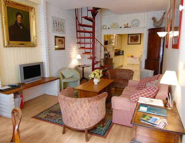 Charming quirky and cosy little townhouse. - Montreuil - House