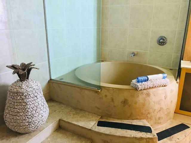 BathTub Suite A w/View European Village near Beach