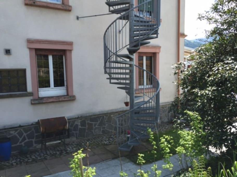 C'est par cet escalier que l'on accède à l'appartement