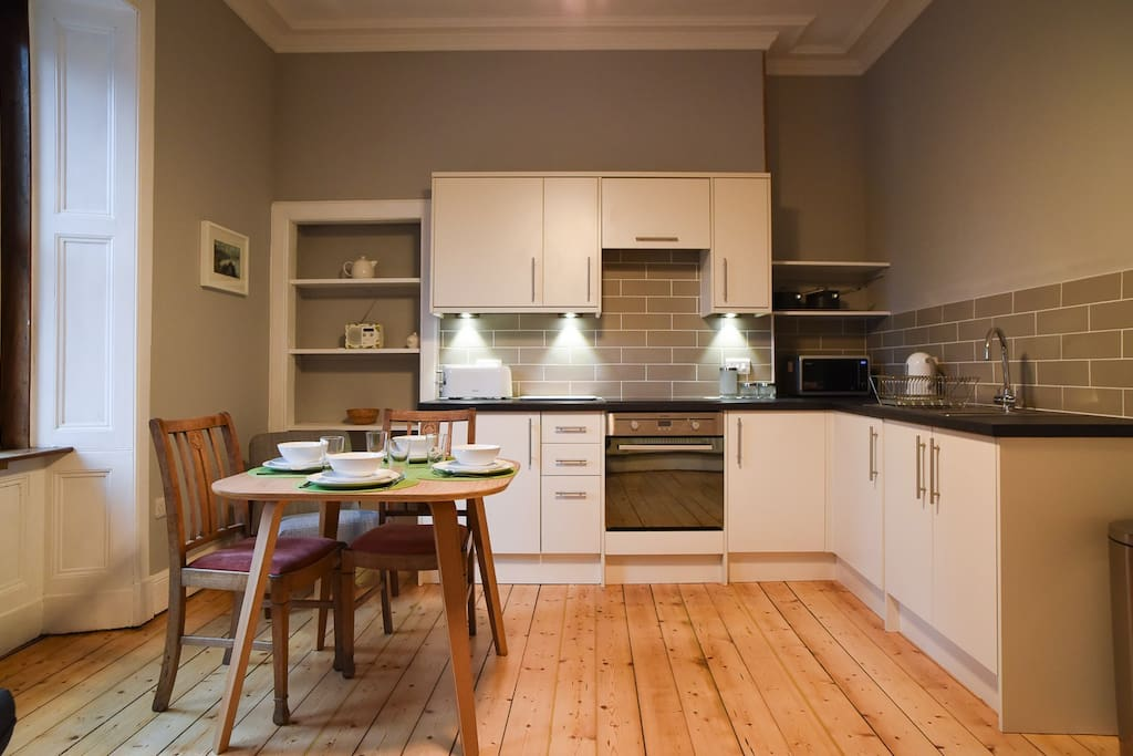 Fresh but cosy living space with kitchen and dining