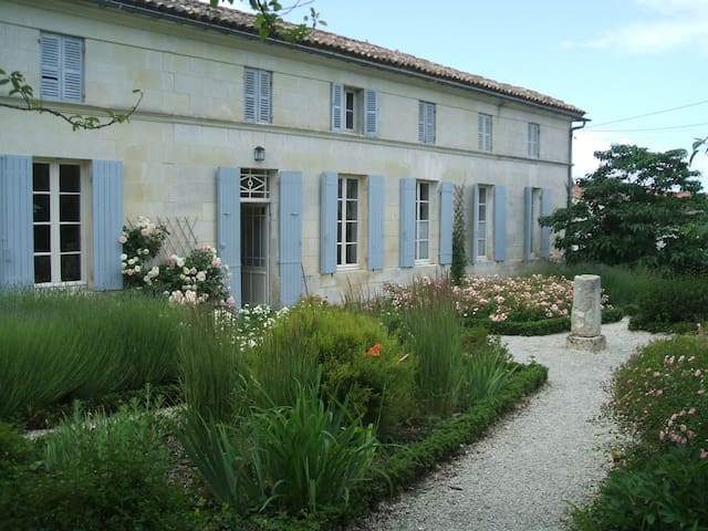 La belle Charentaise - Saint-Fort-sur-Gironde - House