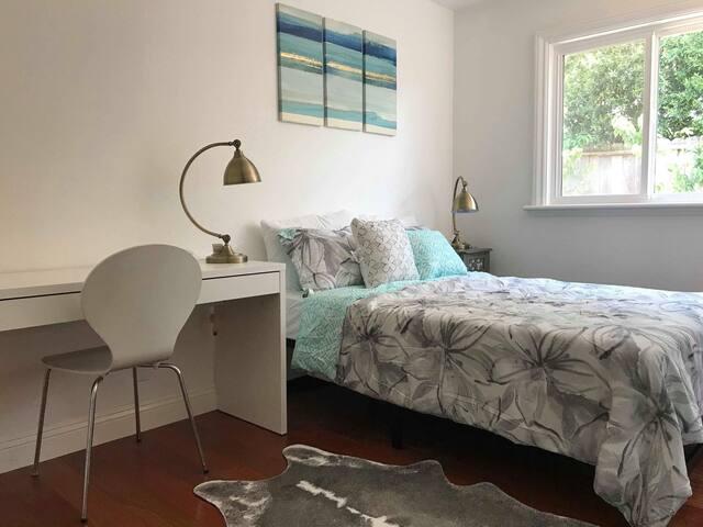 Nice room in young professionals home in Mipiltas