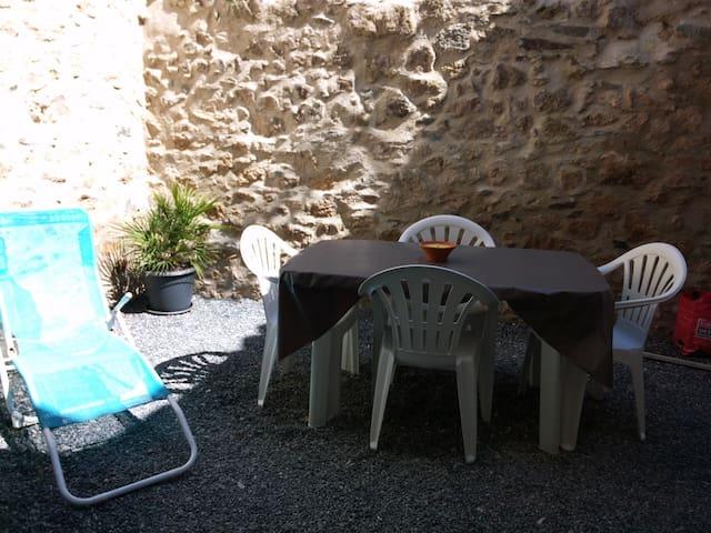 Maison de Vacances 50 m2 avec Patio - Villeneuve-Minervois - House