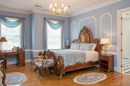 Victorian Room with Private Bath, Sleeps two