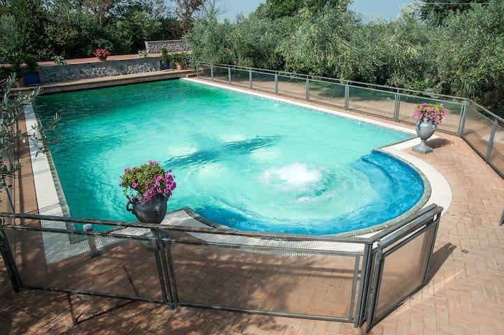 Casaletto  e Loft con piscina - Monte Porzio Catone - Dům