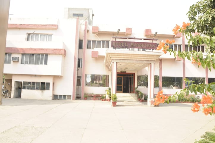 hotel madhuvan - Mathura - Bed & Breakfast