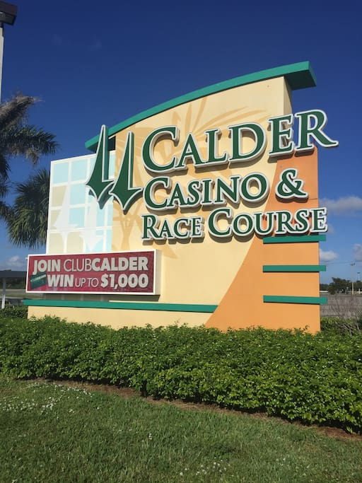 8 minutes from Calder casino and race course.