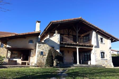 Casa en zona rural entre Bilbao y Vitoria - Izarra