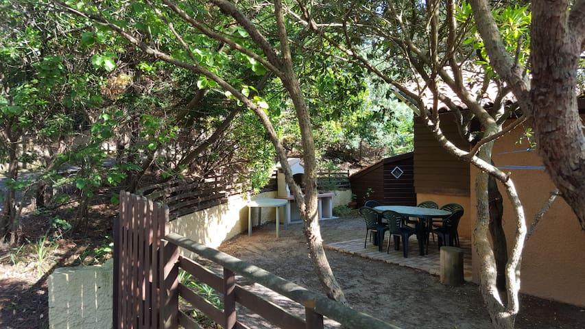 Maison à l'ombre des pins à 10 minutes de la plage