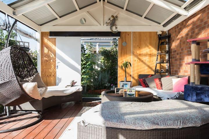 Modern house in quiet street - Pakenham, Victoria, AU - Haus
