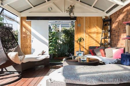Modern house in quiet street - Pakenham, Victoria, AU - House