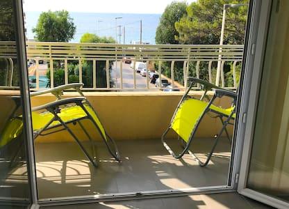Cannes studio neuf - vue mer - plage à 150m