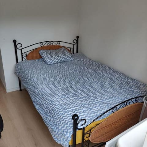 Small double room in a centric cosy house