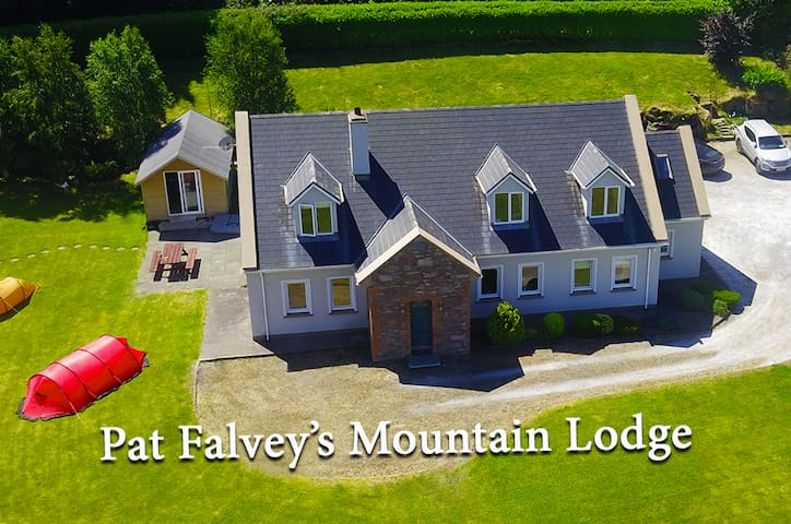 Pat Falvey's Mountain Lodge, guest rooms
