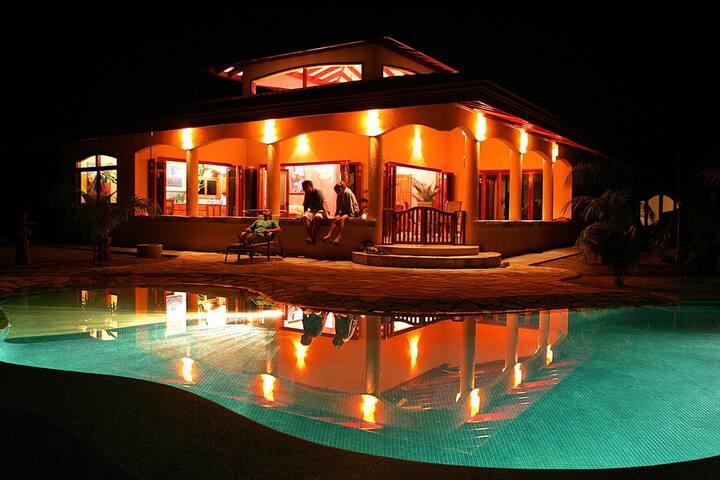 Villa Pavones