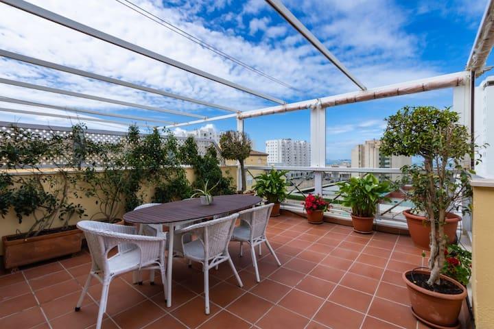 ÁTICO CON VISTAS DE CÁDIZ 80m de terraza