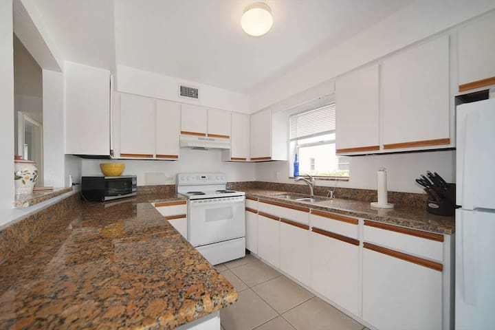 Great location close to 5th Avenue and downtown