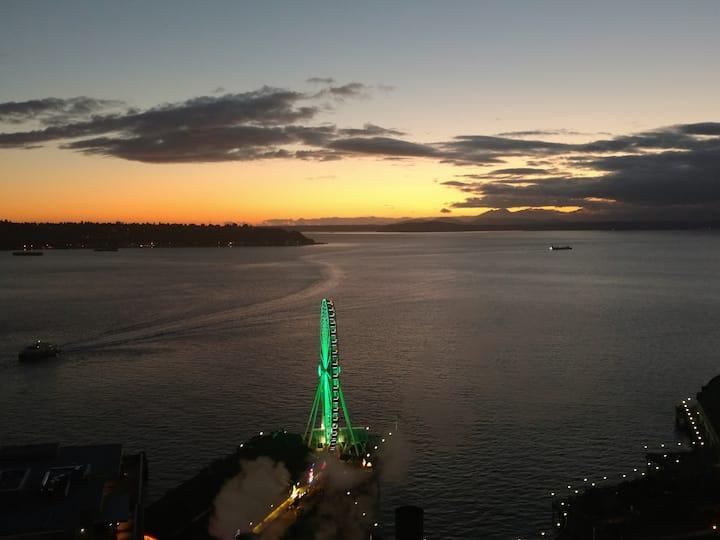 Harbor Steps, Downtown, Water Views! Huge 1400 sf!