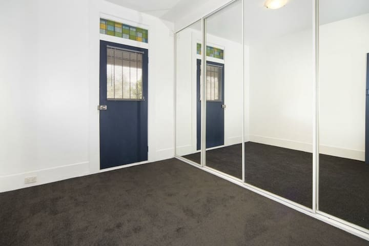 Private & Secure Double Room in Sydney City - Redfern - Huis
