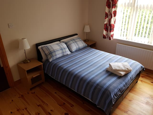 Cosy town centre home free parking ,wifi cv19safe