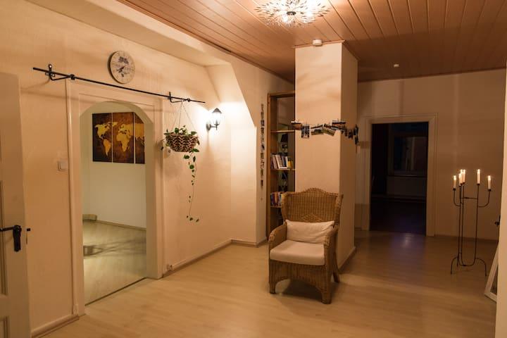 Privatzimmer in gemütlicher Dachgeschosswohnung - Bergen - Pis