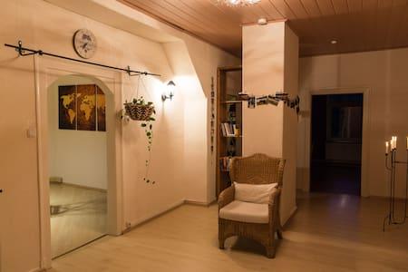 Privatzimmer in gemütlicher Dachgeschosswohnung - Bergen