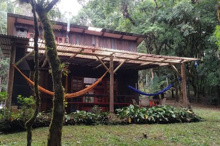 Cabana na represa, relaxe e curta a natureza