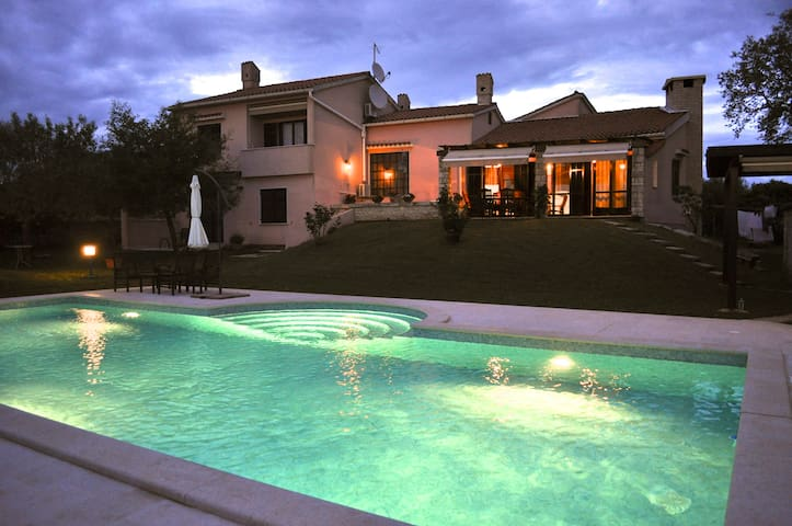 Villa with pool surrounded by the olive trees - Vodnjan