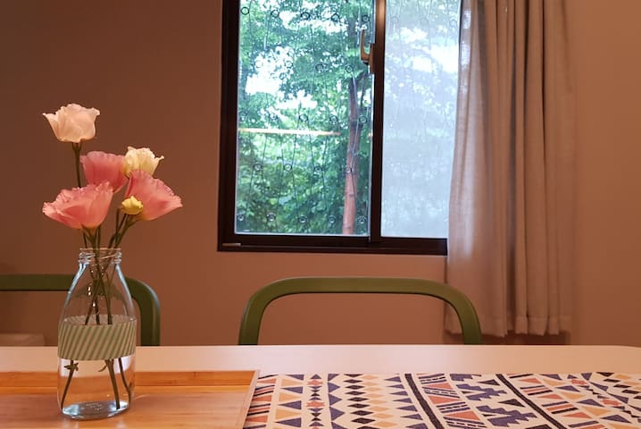 【TTH】Bright, Cozy Flat near the MRT,Free WIFI egg
